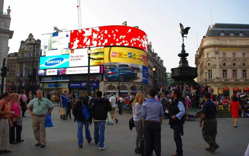 Enseignes lumineuses de Piccadilly Circus